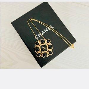 CHANEL Vintage Pendant Necklace Black & Gold